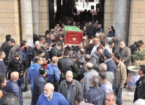 بدء مراسم عزاء والدة عصام كاريكا بمسجد عمرو بن العاص