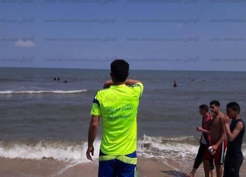 120 منقذا يؤمنون المواطنين على شواطئ مصيف بلطيم في عيد الفطر