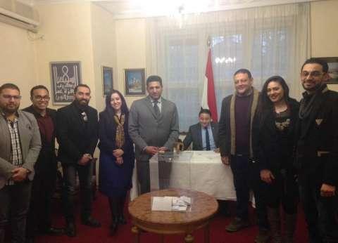 سفير مصر بصربيا: استمرار توافد الناخبين قبل ساعات من انتهاء التصويت