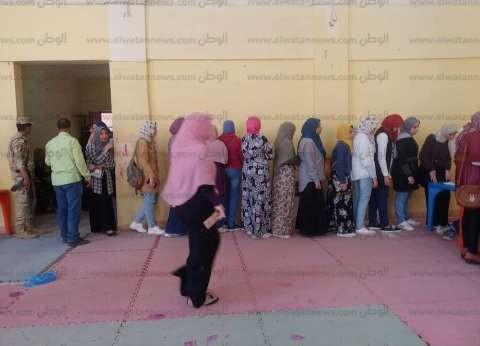توافد الطالبات على لجان المغتربين بمركز شباب سموحة في الإسكندرية