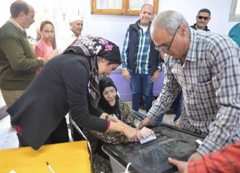 """الناخبون يستقبلون الحاجة زينب """"صاحبة الحلق"""" بالزغاريد في المنصورة"""