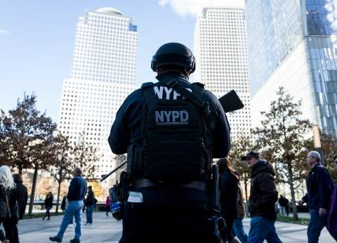 بالصور| شرطة نيويورك تعزز التواجد الأمني بالمدينة عقب هجمات باريس
