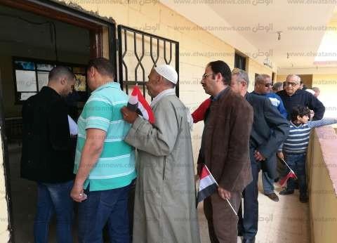 """بعد تأخير 30 دقيقة.. """"مصطفى كامل"""" مساكن شيراتون تستقبل الناخبين"""