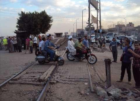 """""""السكة الحديد"""": إصابة خفير في اقتحام مزلقان """"طهطا"""" بسوهاج"""