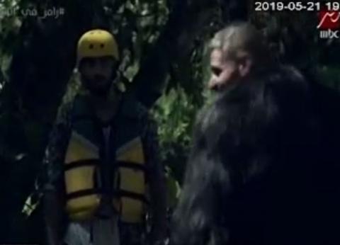 بالصور  محمد الشرنوبي ينهال بالضرب على رامز بعد المقلب: حرام ومش طبيعي