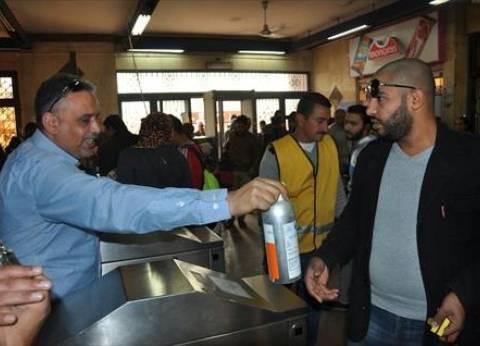 """رئيس """"مترو الأنفاق"""" يقود حملة لمنع الباعة الجائلين في محطتي """"غمرة ورمسيس"""""""