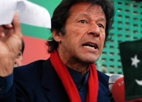 لاعب الكريكت يتقدم.. من هو عمران خان زعيم حزب الإنصاف الباكستاني؟