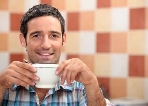 """أطباء ينصحون بإدراج """"القهوة والشاي والنبيذ"""" ضمن النظام الغذائي الصحي"""