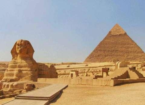 """نقيب المرشدين السياحيين عن """"باعة الهرم"""": أمنوا العقاب فأسؤوا الأدب"""