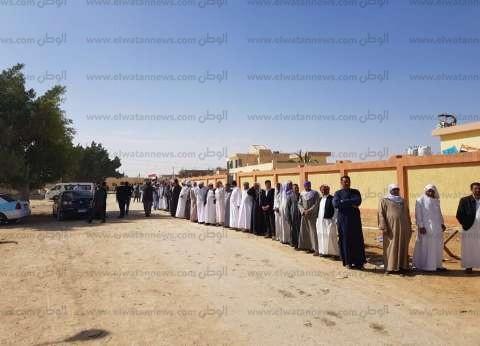 بالصور  طوابير شبابية ونسائية أمام لجان الاقتراع في مطرح