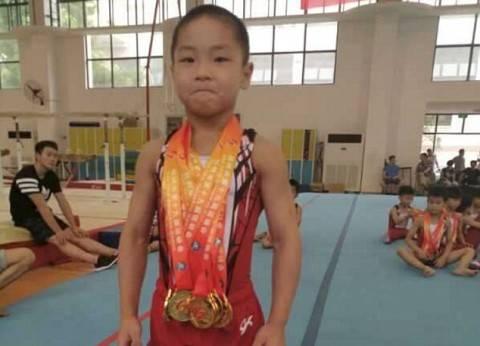 بالصور| الطفل الأكثر لياقة بدنية في العالم.. 7 سنوات ولديه 8 عضلات بطن