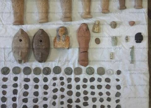 بالصور| ضبط قطع أثرية رومانية بحوزة مزارعين وطالب في أسيوط