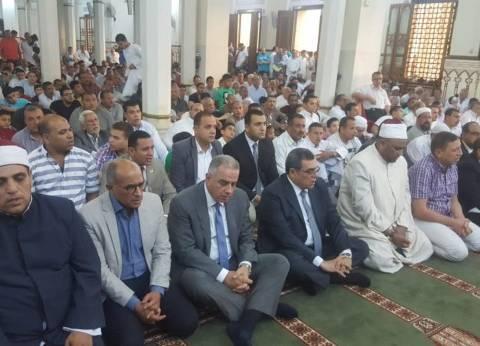 محافظ الفيوم ومدير الأمن يؤديان صلاة عيد الفطر وسط المواطنين
