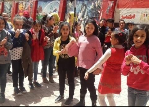 مدارس بالجيزة تنظم احتفالات وتبث أغاني وطنية لدعم التعديلات الدستورية
