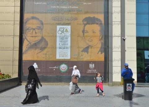 """الحياة واللغة ووصف مصر أكثر الكتب مبيعا بمعرض الكتاب.. """"أرخصهم بـ3.5"""""""