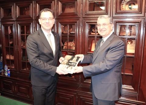 شاكر يبحث التعاون مع الشركات الرومانية في استخدام الطاقات المتجددة