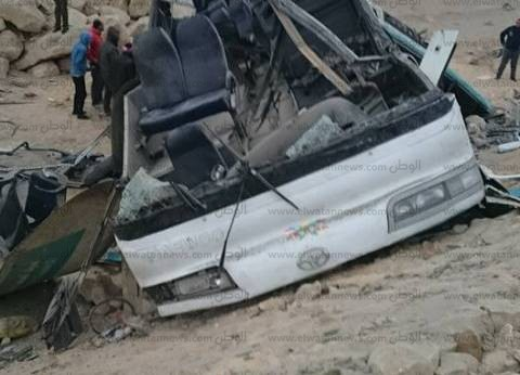 """إصابة 13 عاملا في انقلاب أتوبيس على طريق """"السخنة"""""""
