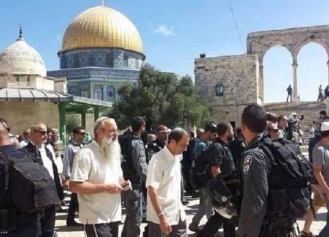 مستوطنون يهود يقتحمون باحات المسجد الأقصى والاحتلال يعتقل شابين فلسطينيين