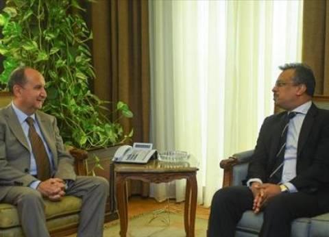 وزير التجارة والصناعة يبحث مع سفير سنغافورة إقامة مشروعات مشتركة