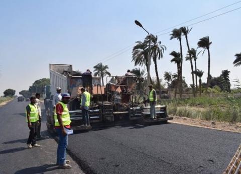 محافظ المنيا يطالب بسرعة إنجاز أعمال رصف طريق أبو قرقاص الزراعي