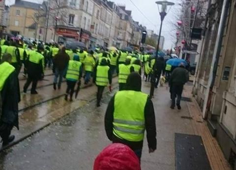 عاجل  الأمن الفرنسي يستخدم خراطيم المياه الساخنة لتفريق المتظاهرين