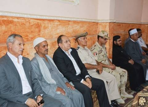 محافظ سوهاج ومدير الأمن يقدمان واجب العزاء في شهيدي الوطن