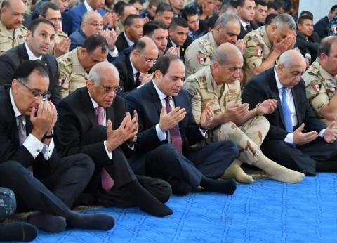 الرئيس السيسي يؤدي صلاة عيد الأضحى في مسجد الماسة بالعلمين الجديدة