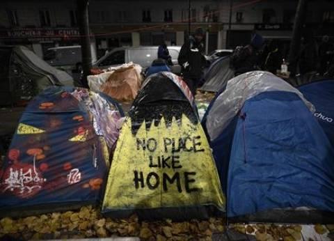 بالصور| بدء إخلاء مخيم يضم أكثر من ثلاثة آلاف مهاجر في باريس