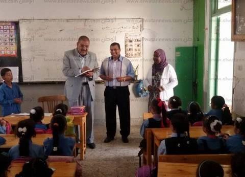 """مدير """"المنتزه التعليمية"""" بالإسكندرية يشدد على نظافة مدرسة وفتح الغرف المغلقة بها"""