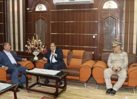 بالصور  محافظ كفر الشيخ يهنئ مدير الأمن الجديد بمكتبه