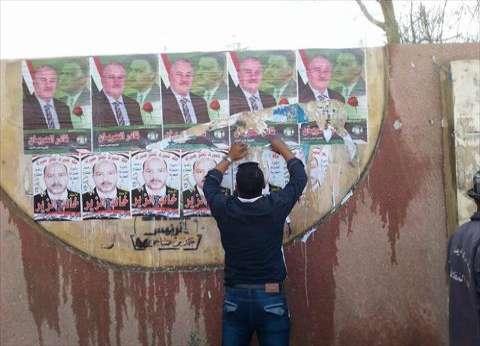 """مندوبو مرشح يشوهون لافتات الدعاية للمنافسين بالمطرية..""""نجح نفسك بنفسك"""""""
