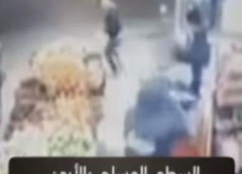 بالفيديو| «واجه الآلي بالشومة».. مصري ينقذ متجرا أردنيا من سطو مسلح