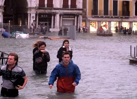 بالفيديو| الأمطار الغزيرة والفيضانات بإيطاليا تسفر عن مقتل 6 أشخاص