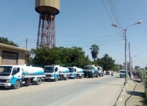 بالصور   5سيارات لنقل مياه الشرب النقية تجوب قرى طامية