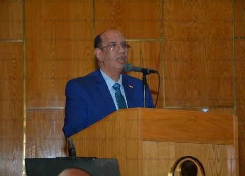 احتفالية لتكريم رئيس جامعة أسيوط ونائبه لبلوغهما السن القانوني للمعاش