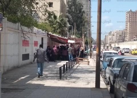 """إقبال كثيف للمصوتين بمدرسة """"حفني ناصف"""" بالإسكندرية"""