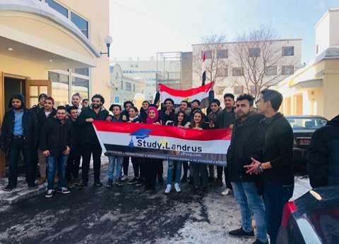 """""""28 ساعة رايح جاي"""".. تفاصيل رحلة طلاب مصريين بروسيا من أجل التصويت"""
