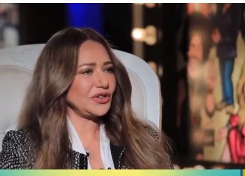 ليلى علوي: نور الشريف ساعدني في بداياتي.. والعمل في المسرح أضاف ليا