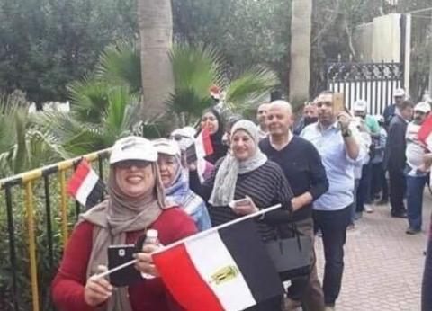 الجالية المصرية بقطر تشارك في التصويت على الاستفتاء لليوم الثاني