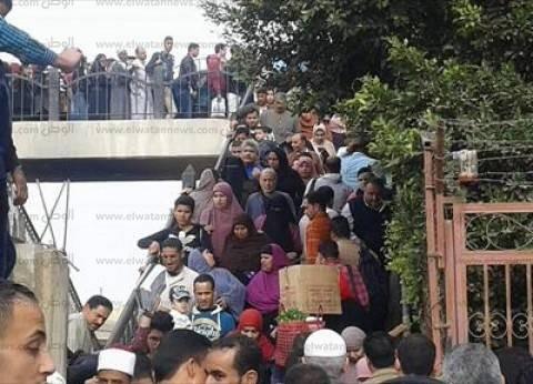 """غضب أهالي إيتاى البارود من أعضاء """"النواب"""" والمحافظ بسبب غلق المزلقان"""