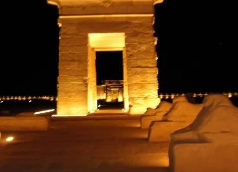 """الإعداد لتنفيذ تجربة """"الصوت والضوء"""" بمعبد هيبس في مدينة الخارجة"""