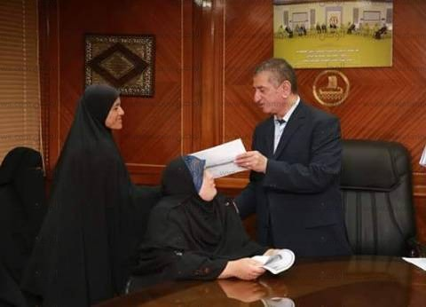 بالصور| محافظ كفر الشيخ يوزع 25 شهادة أمان على الأكثر احتياجا