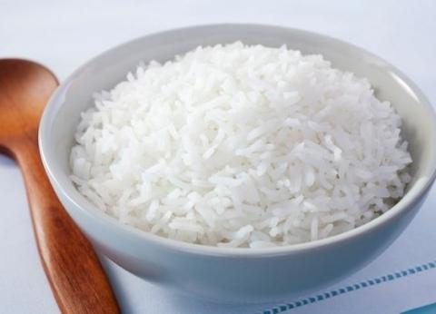 """مصدر: وزارة التموين اختبرت """"الأرز الصيني"""" قبل طرحه"""