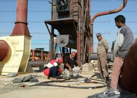 بالصور| أبناء طهطا يشيدون أول مصنع فى العالم لإنتاج الخشب من مخلفات الذرة «البوص»