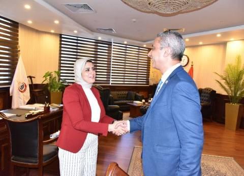 """وزيرة الصحة لـ""""الأنصاري"""" بعد حلف اليمين: ستحدث طفرة في محافظة سوهاج"""