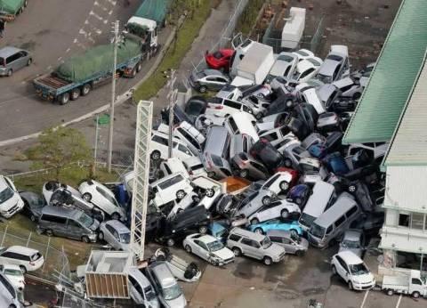 بالفيديو والصور| جحيم إعصار اليابان يقتل ويحتجز آلاف السياح