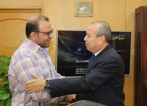 محافظ دمياط يلتقي مدير عام الإسعاف للاطمئنان على خدمة المواطنين