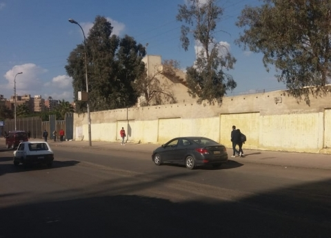 بالصور| طلاء واجهات عقارات وإزالة تشوهات الأسوار في النزهة بالقاهرة