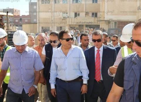 بالصور| وزير الصحة ومحافظ كفرالشيخ يتفقدان مستشفى بلطيم المركزي