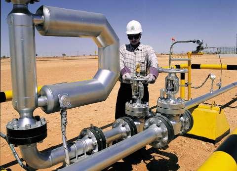 مصادر: «البترول» تسعى لرفع الطاقة الإنتاجية إلى مليون برميل يومياً